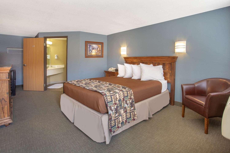 Room - Travelodge Yellowstone Park North Gardiner