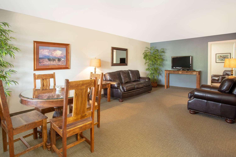 Suite - Travelodge Yellowstone Park North Gardiner