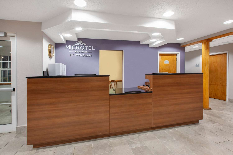 Lobby - Microtel Inn & Suites by Wyndham West Pittsburgh
