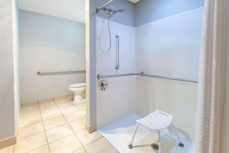 Room - Microtel Inn & Suites by Wyndham West Pittsburgh