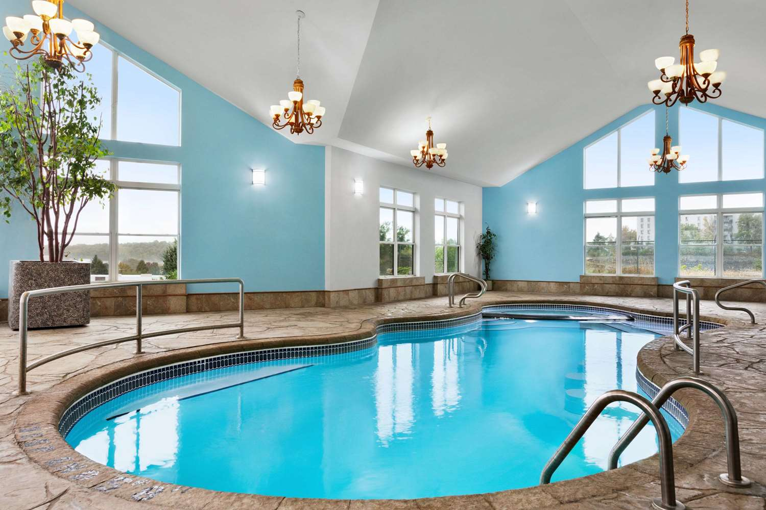 Pool - Days Inn Kingston