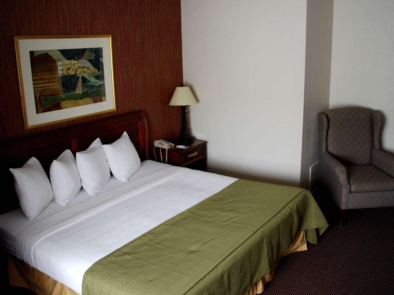 Room - Travelodge Watertown