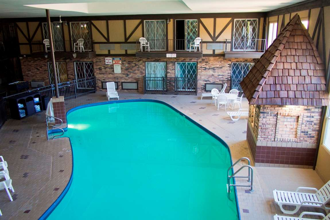 Pool - Days Inn & Suites Coralville