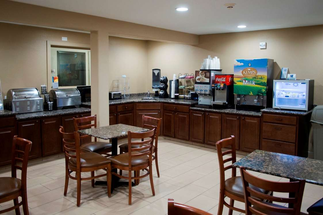Restaurant - Days Inn & Suites Coralville