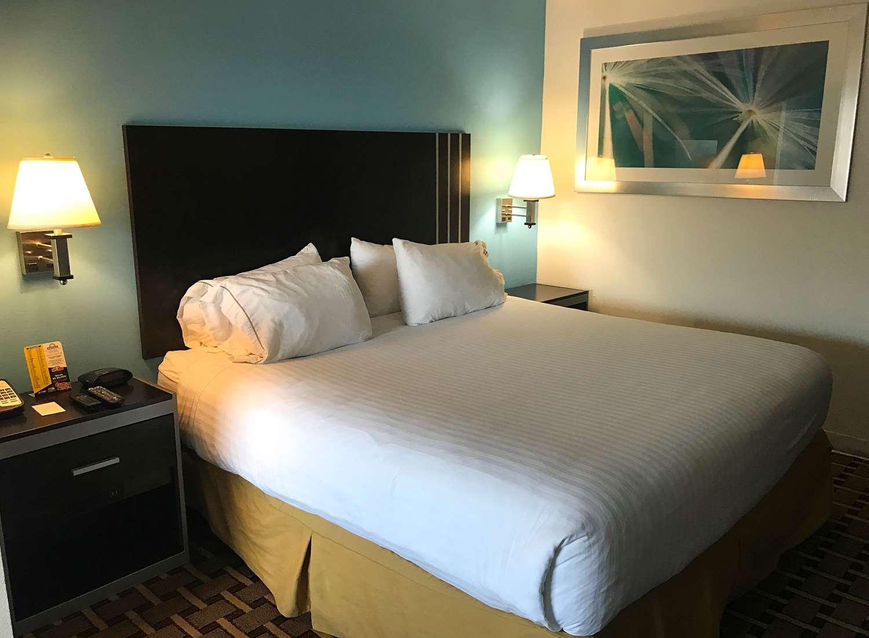 Room - Americas Best Value Inn Sumter