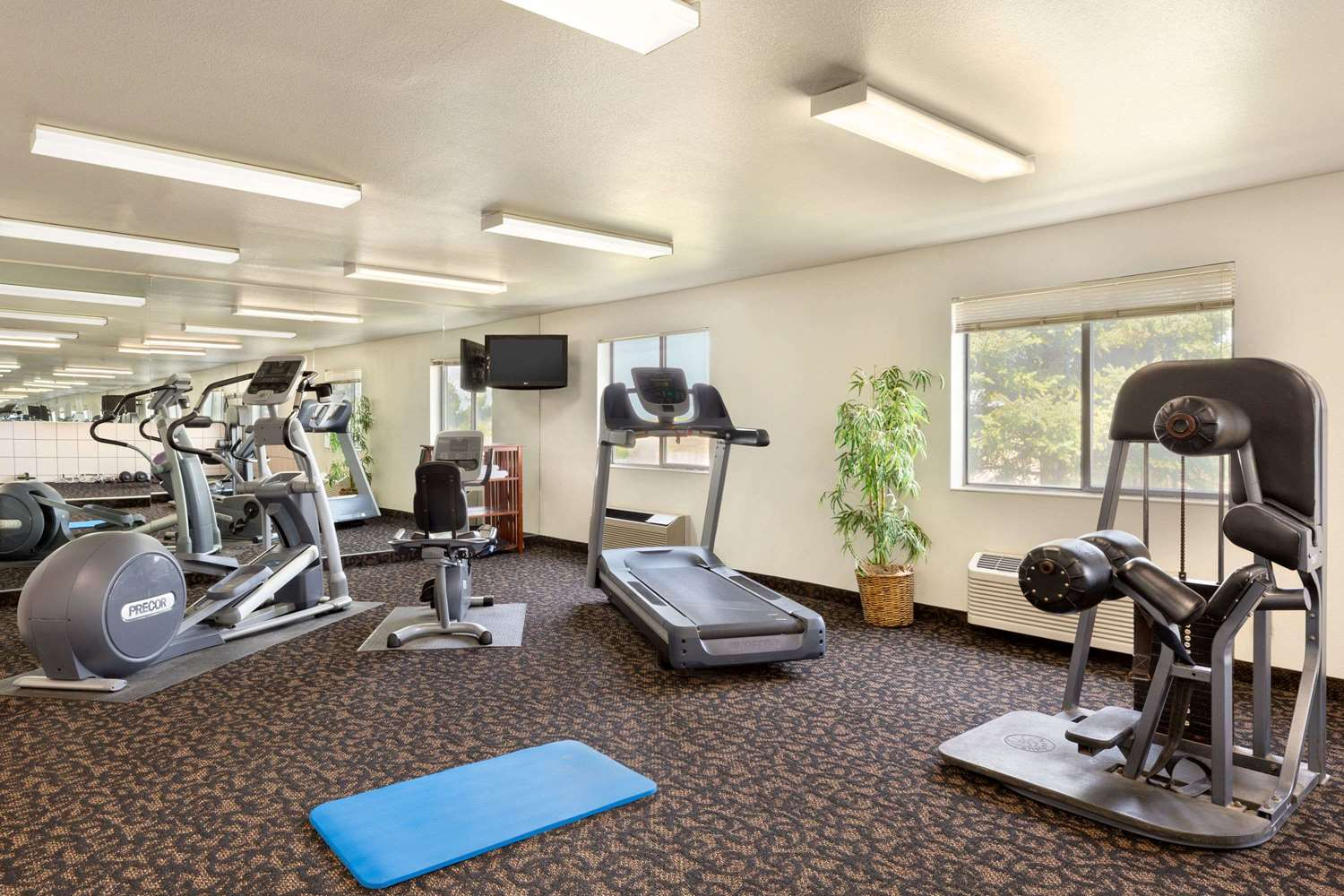 Fitness/ Exercise Room - Travelodge Sharon Springs