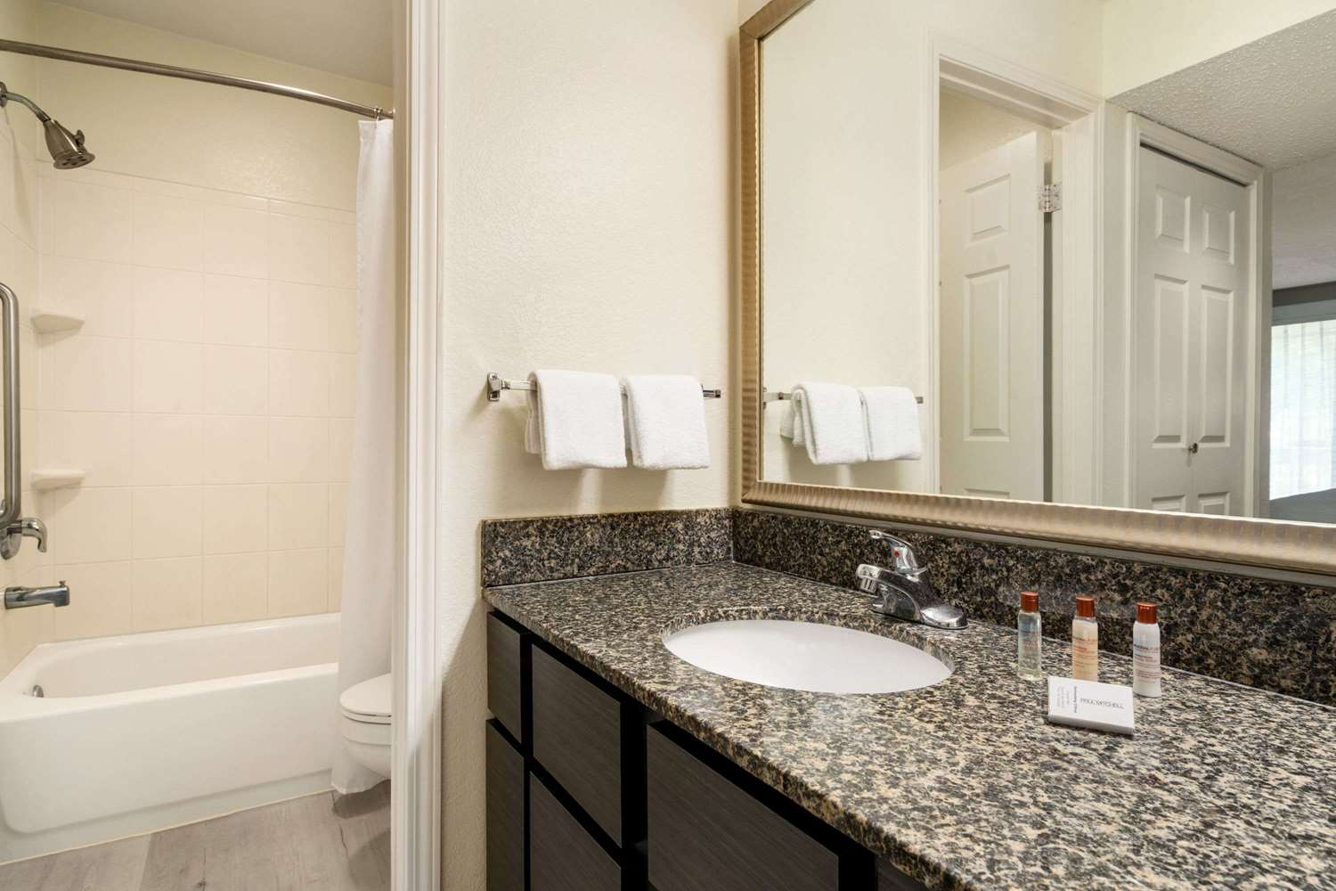 Room - Hawthorn Suites by Wyndham Tinton Falls