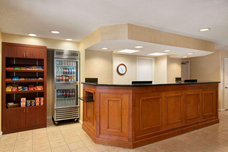 Lobby - Hawthorn Suites by Wyndham Tinton Falls