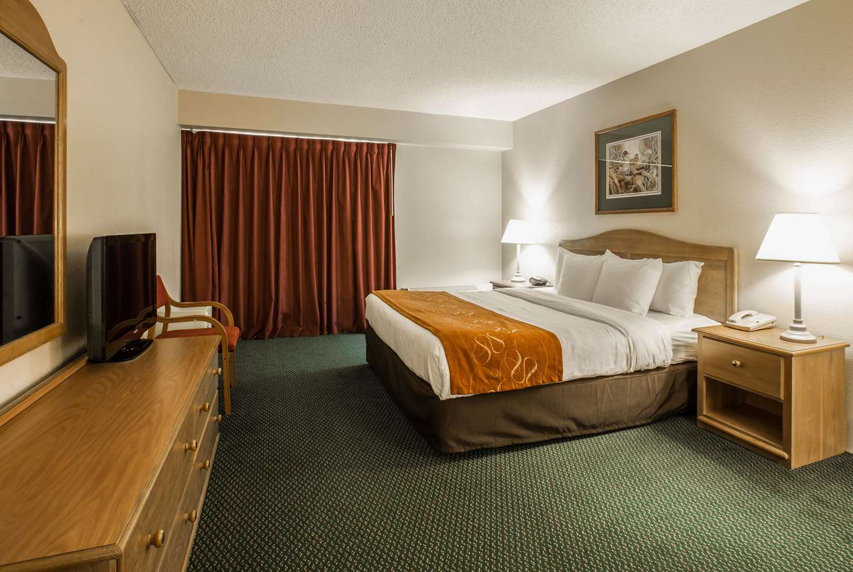Room - Super 8 Hotel Cherokee