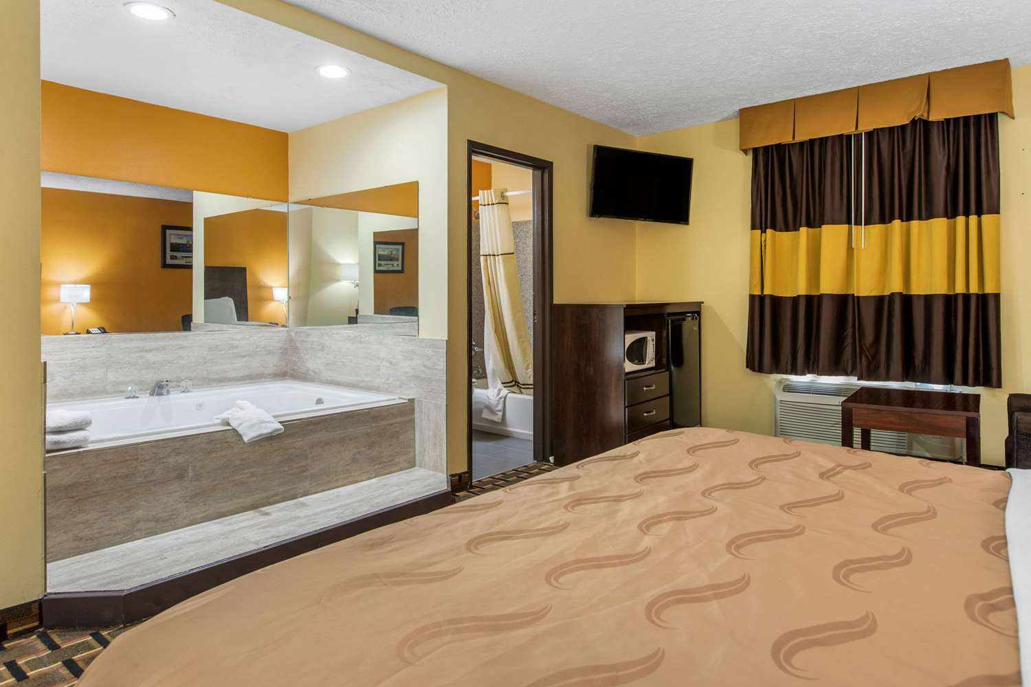 Quality Inn And Suites Escanaba in Escanaba   Hotel Rates ...