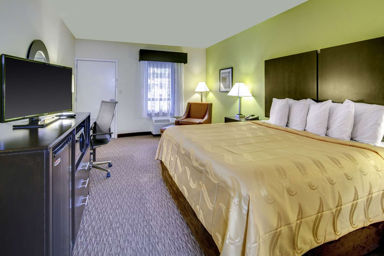Room - Quality Inn Tunnel Road Asheville