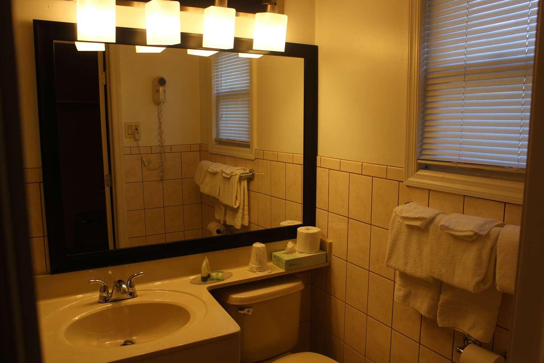 Room - SureStay Hotel by Best Western Bellmawr