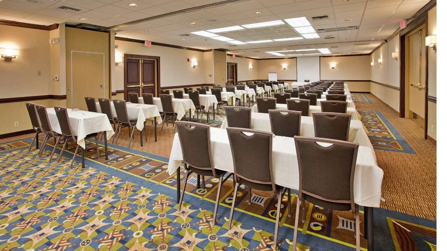 Ballroom - SureStay Plus Hotel by Best Western Northeast Kansas City