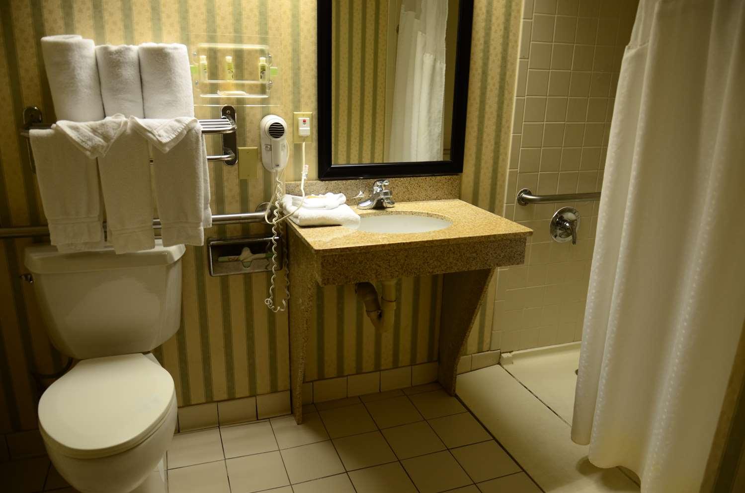 Room - SureStay Plus Hotel by Best Western Northeast Kansas City