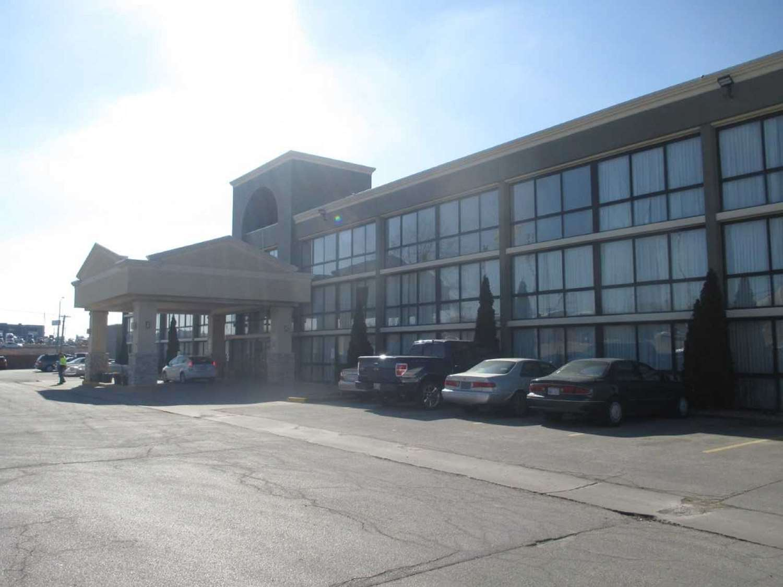 Exterior view - SureStay Plus Hotel by Best Western Northeast Kansas City