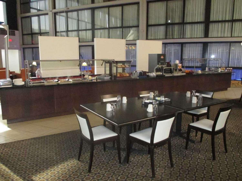 Restaurant - SureStay Plus Hotel by Best Western Northeast Kansas City