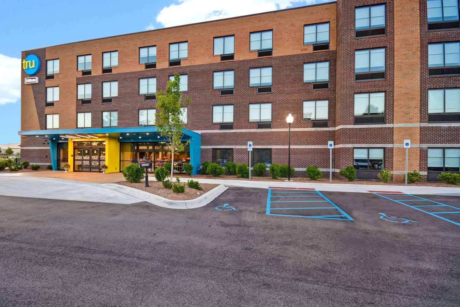 Exterior view - Tru by Hilton Hotel Sterling Heights