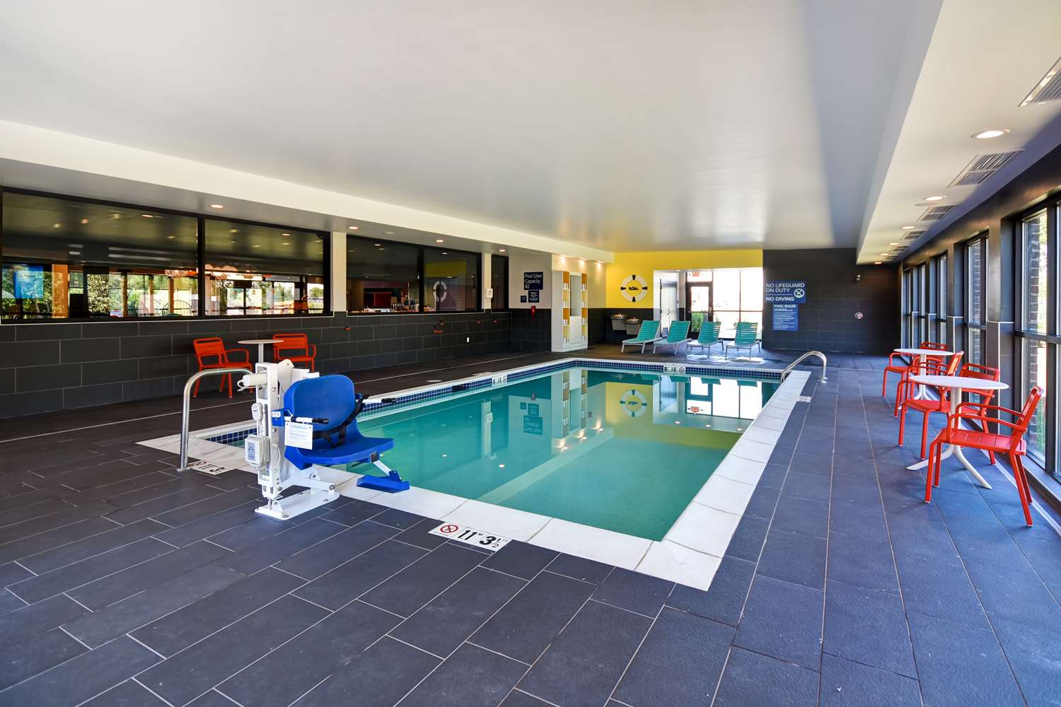 Pool - Tru by Hilton Hotel Sterling Heights