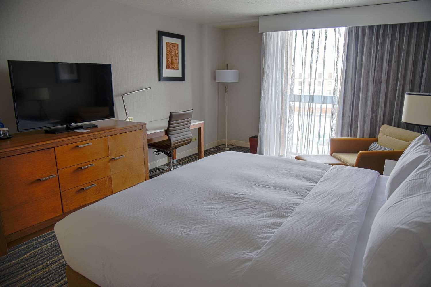 Room - Doubletree by Hilton Hotel Helena