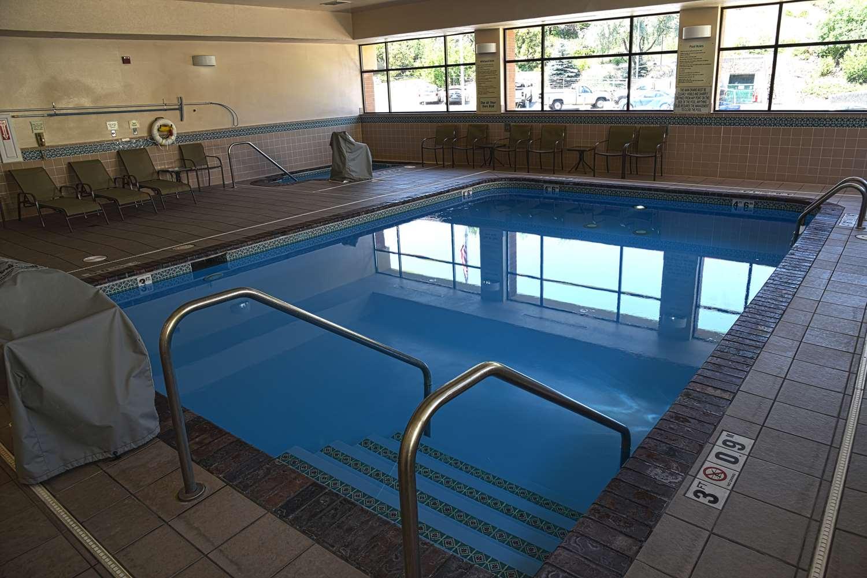 Pool - Doubletree by Hilton Hotel Helena