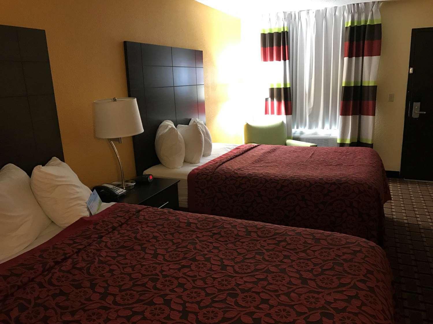 Room - Days Inn Carthage