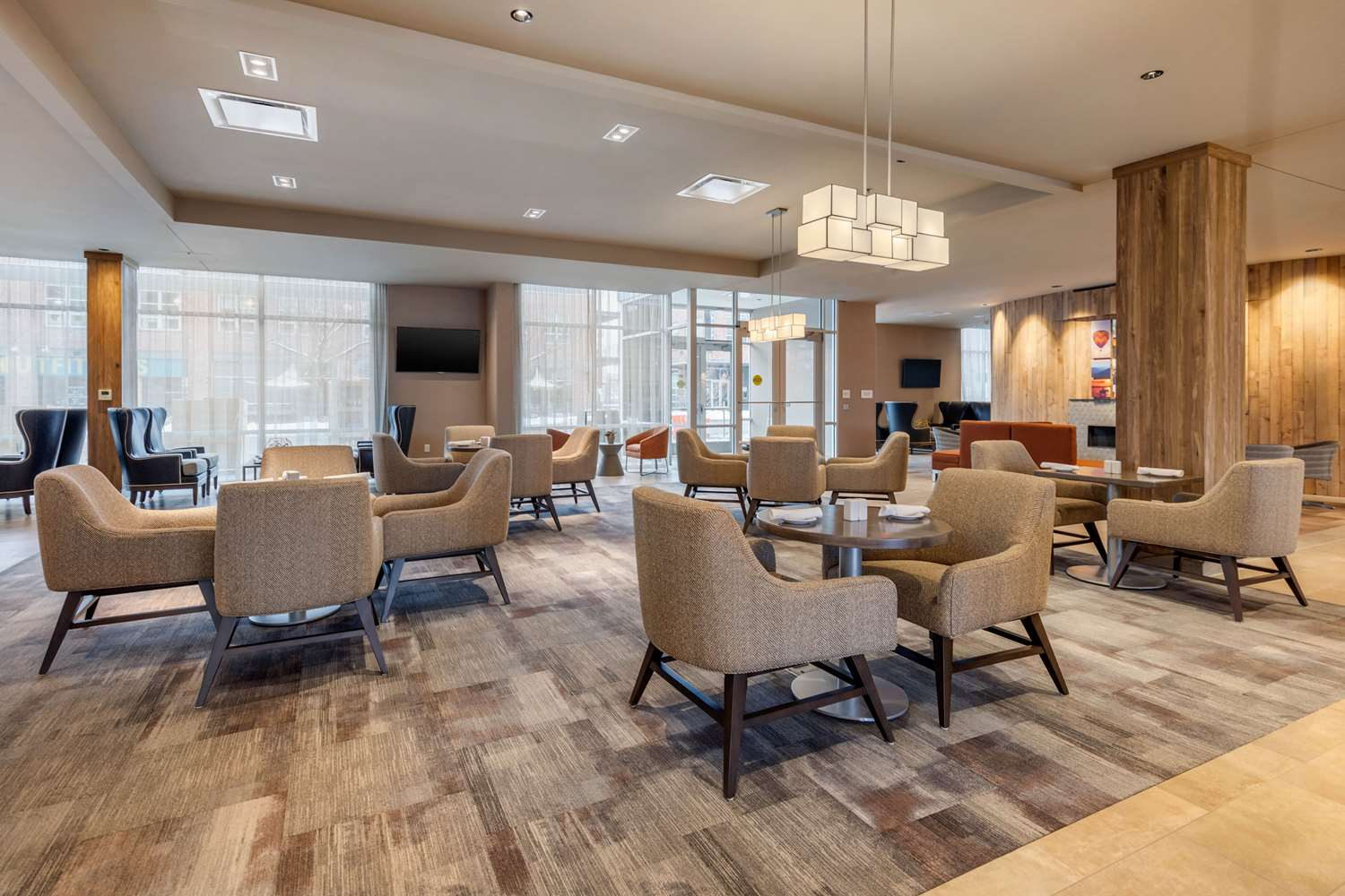 Restaurant - Cambria Hotel & Suites Downtown Omaha