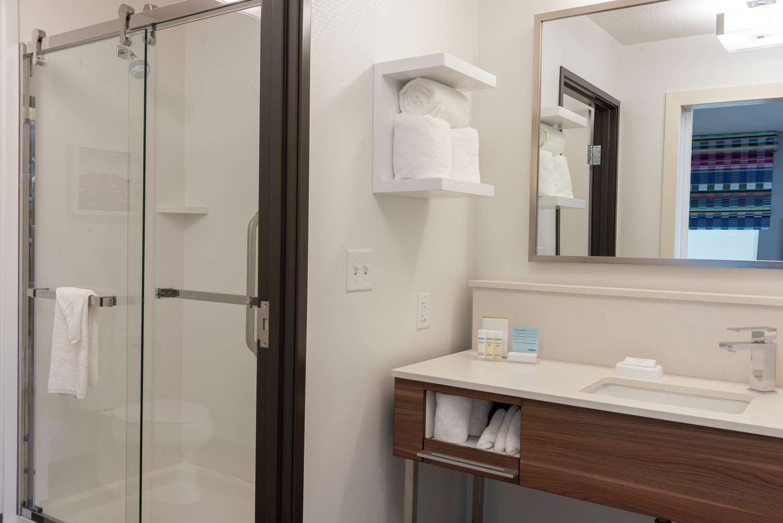 Room - Hampton Inn & Suites Xenia
