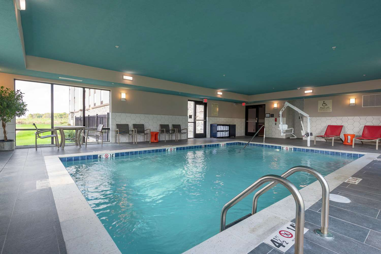 Pool - Hampton Inn & Suites Xenia