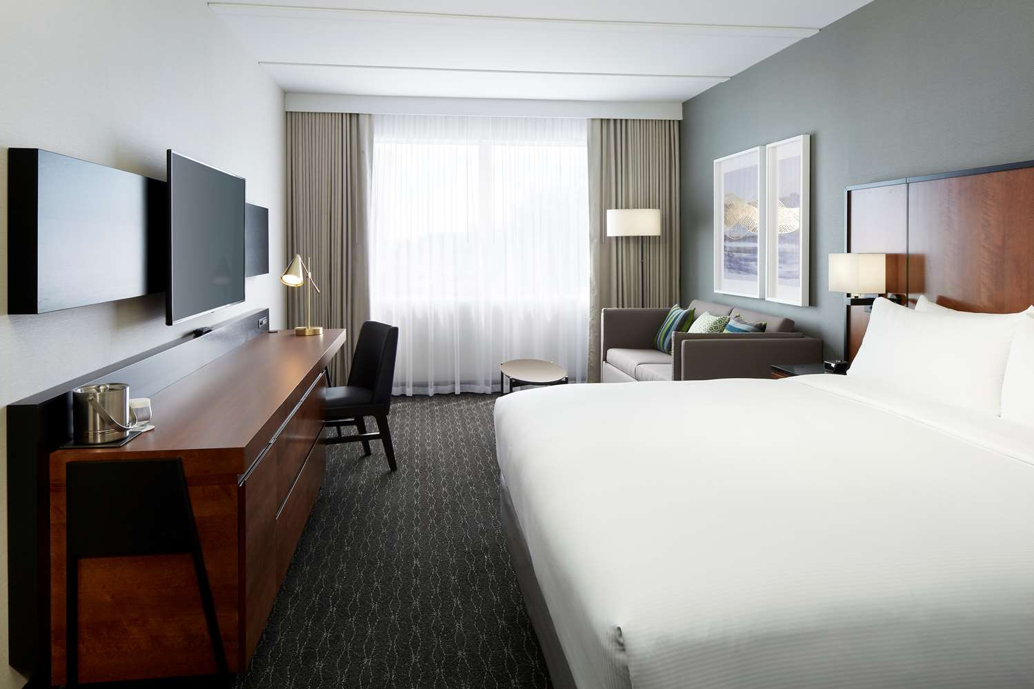 Room - DoubleTree by Hilton Hotel Trudeau Airport Dorval