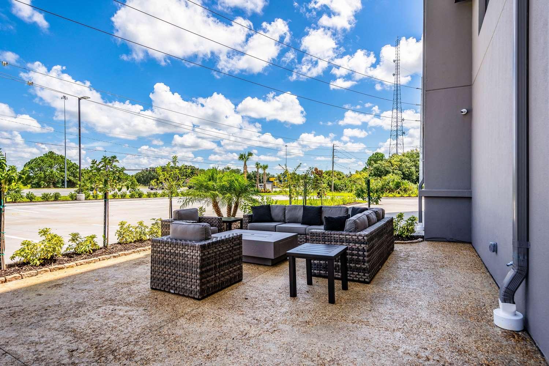 Pool - Mainstay Suites University Sarasota