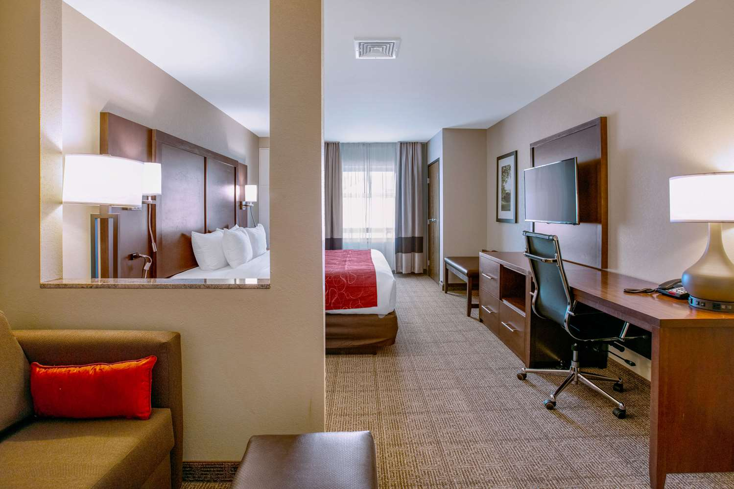 Room - Comfort Suites Fishkill