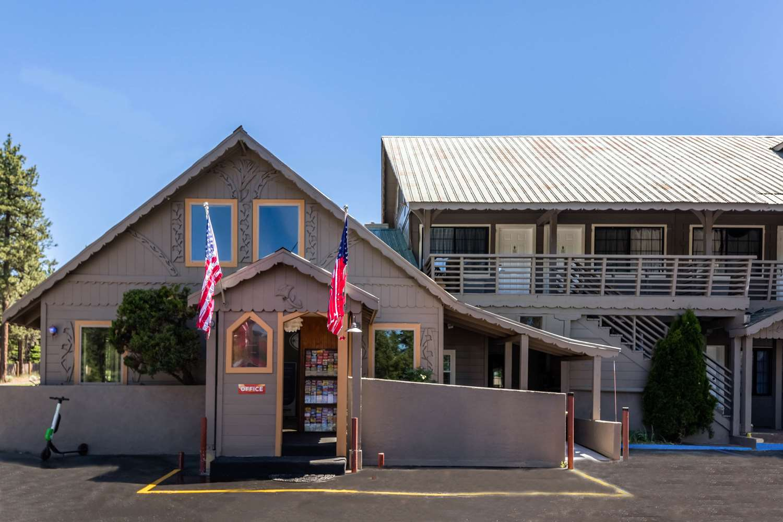 Exterior view - Econo Lodge Inn & Suites South Lake Tahoe