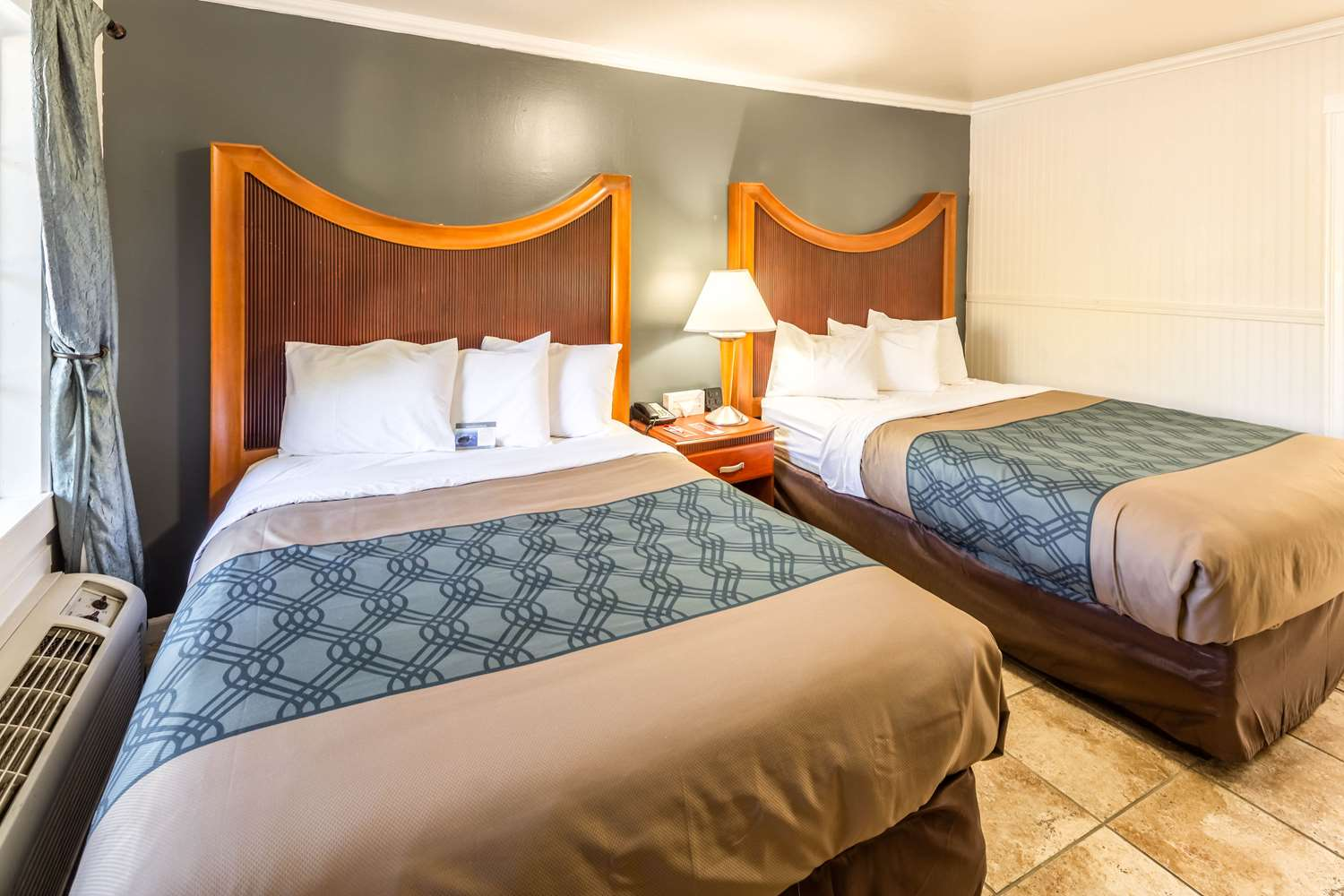 Econo Lodge Inn & Suites South Lake Tahoe, CA - See Discounts