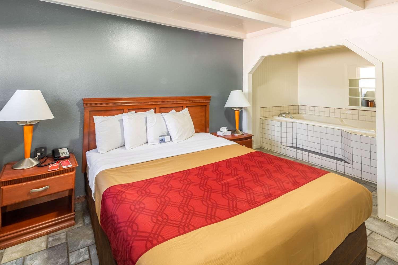 Suite - Econo Lodge Inn & Suites South Lake Tahoe