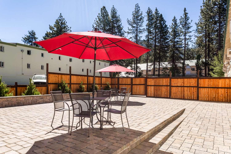 Pool - Econo Lodge Inn & Suites South Lake Tahoe