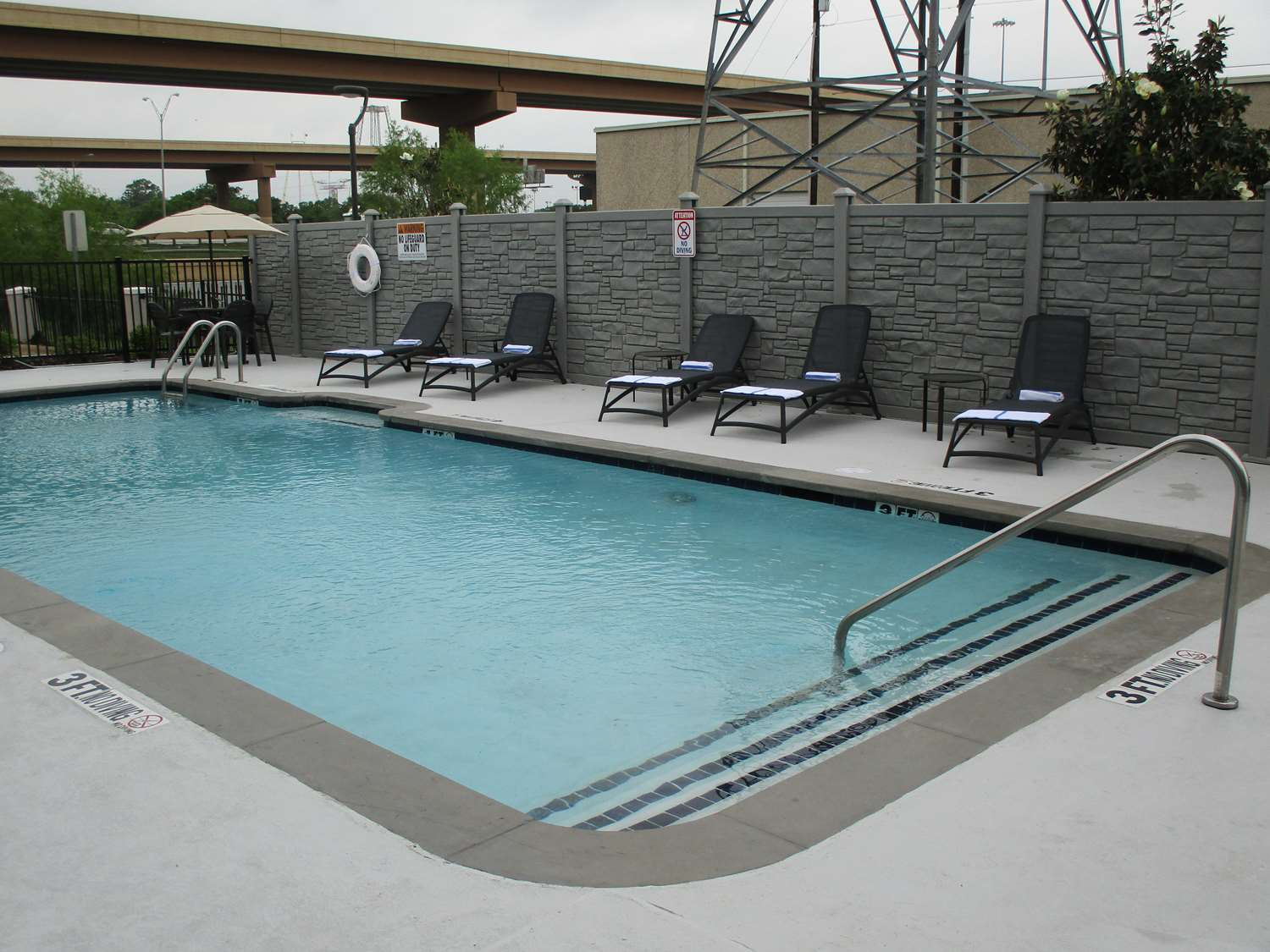 Pool - Best Western Plus Dallas I-35 Walnut Hill Hotel