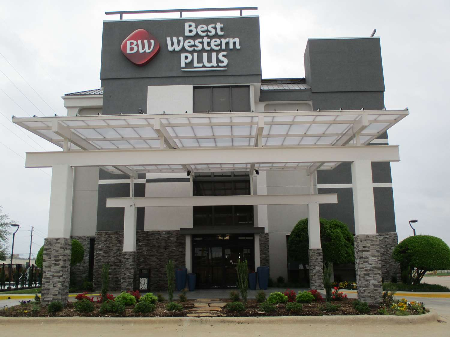 Exterior view - Best Western Plus Dallas I-35 Walnut Hill Hotel