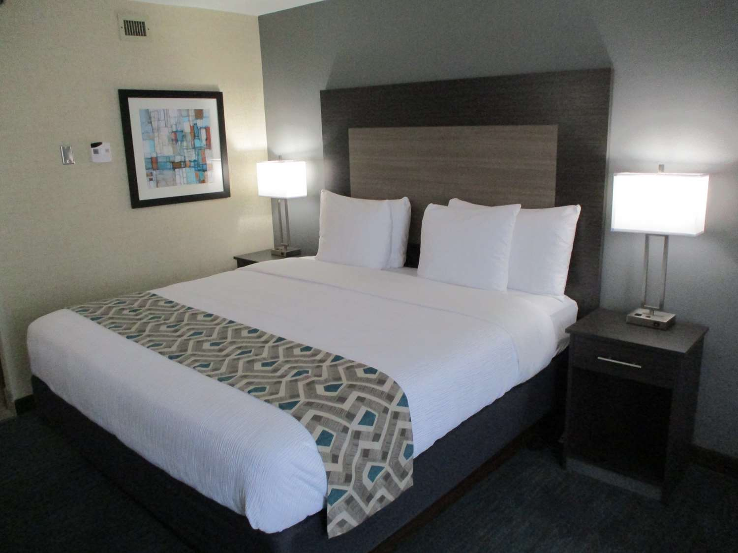Room - Best Western Plus Dallas I-35 Walnut Hill Hotel