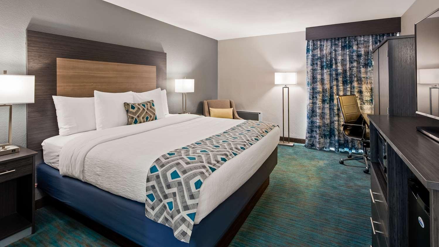 Room - Best Western Plus Dallas Love Field North Hotel