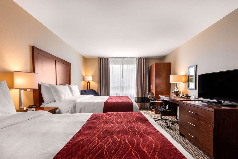 Room - Comfort Inn & Suites Bowmanville