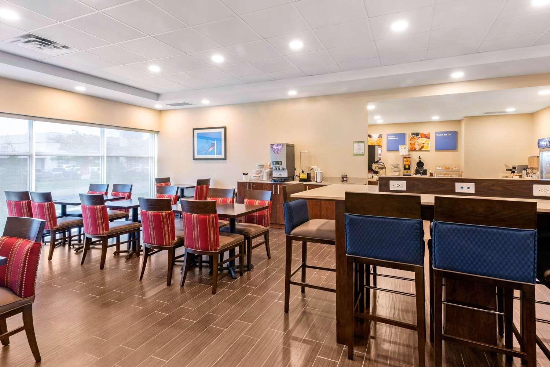 Restaurant - Comfort Inn & Suites Bowmanville