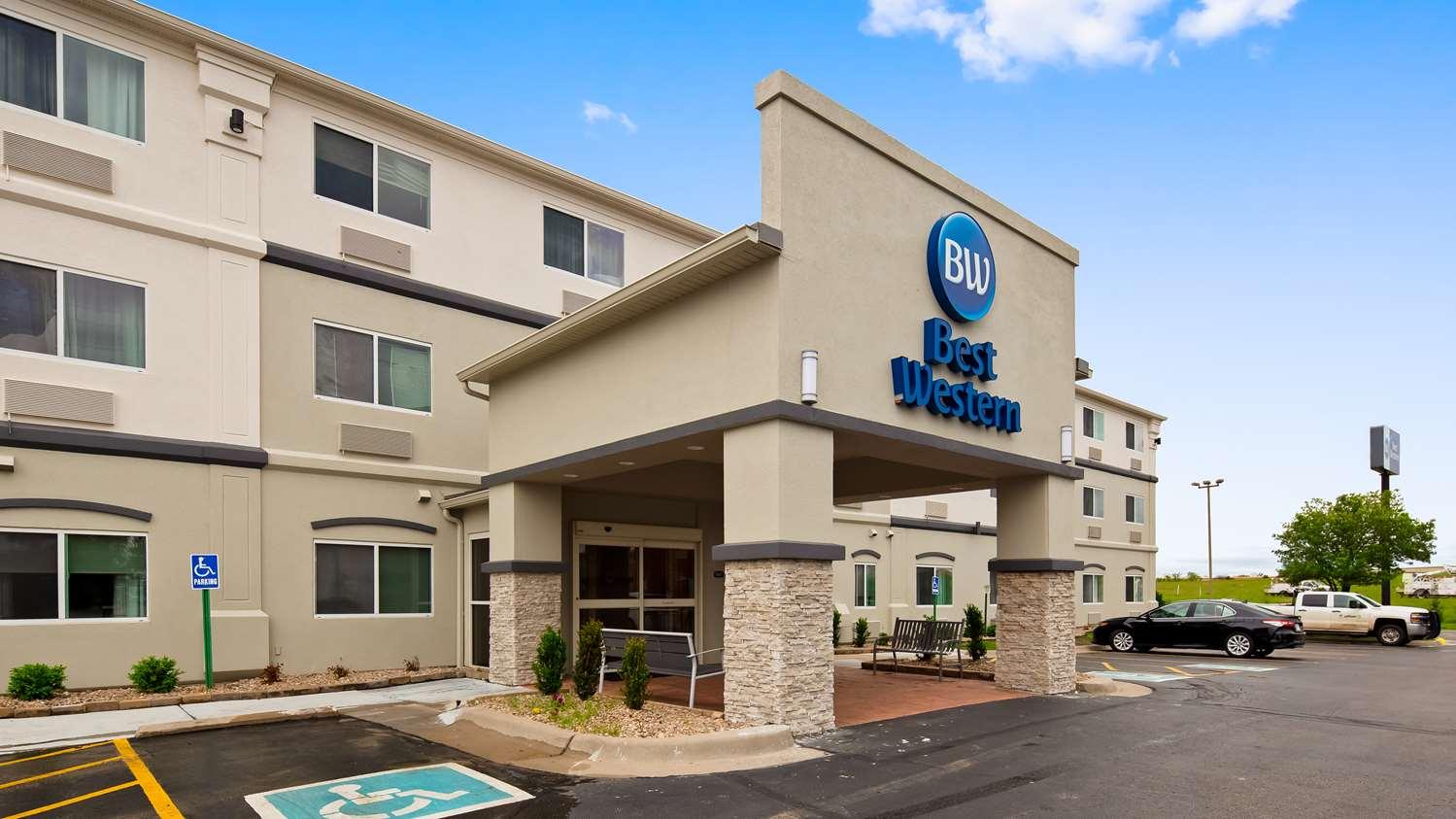 Exterior view - Best Western Wichita Northeast Hotel