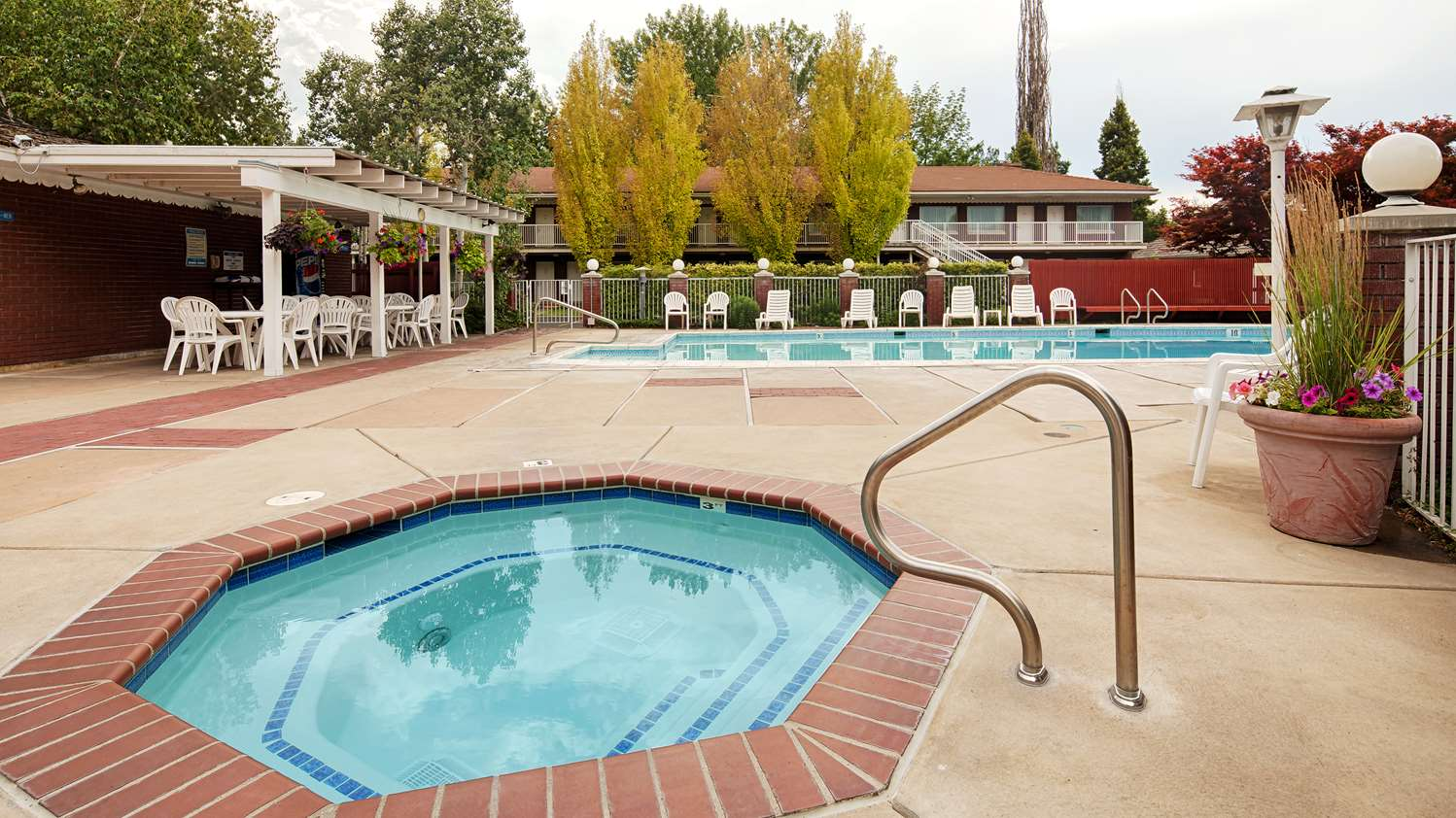 Spa - SureStay Collection by Best Western Baugh Motel Logan