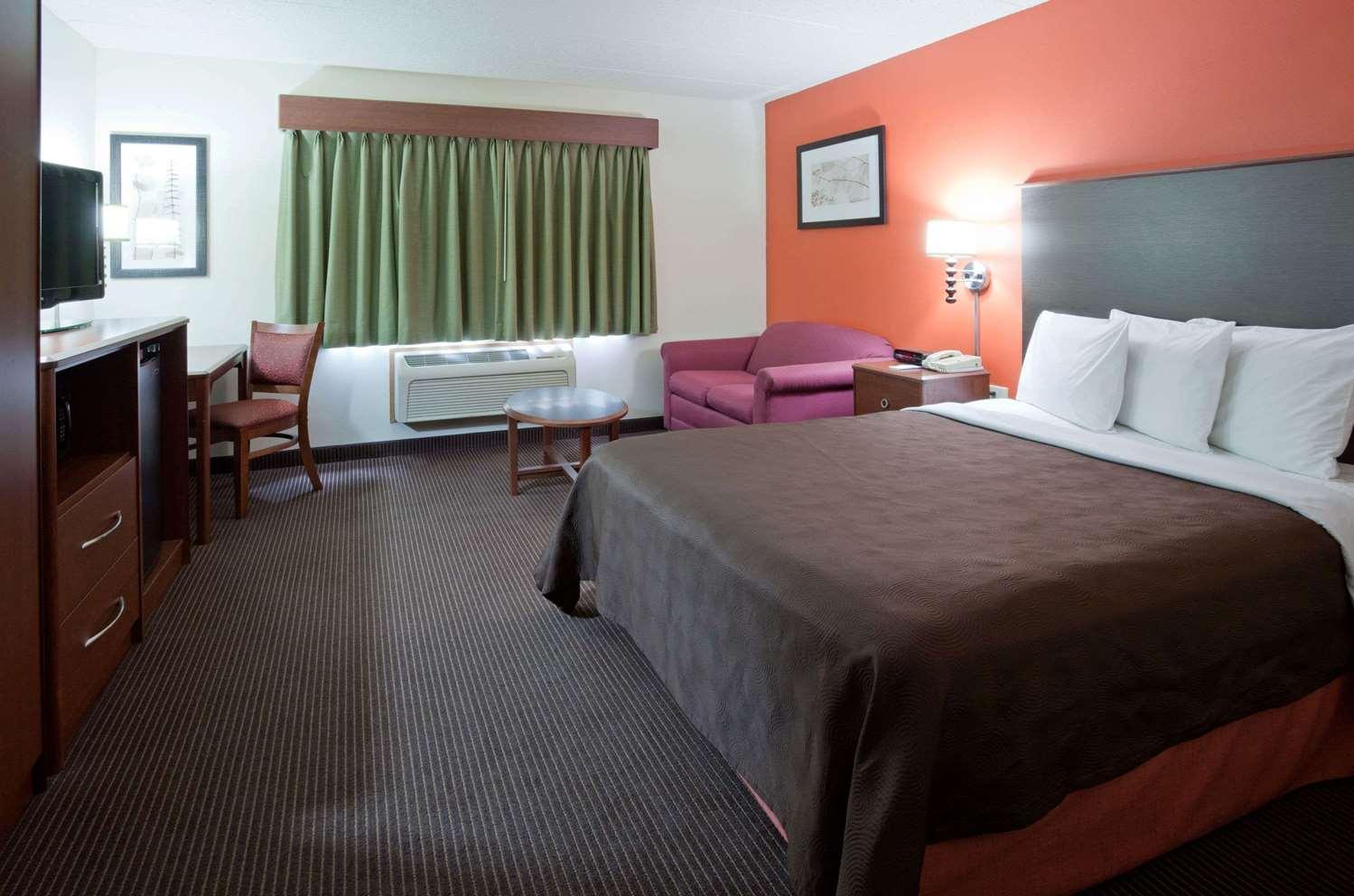 Room - AmericInn Coon Rapids