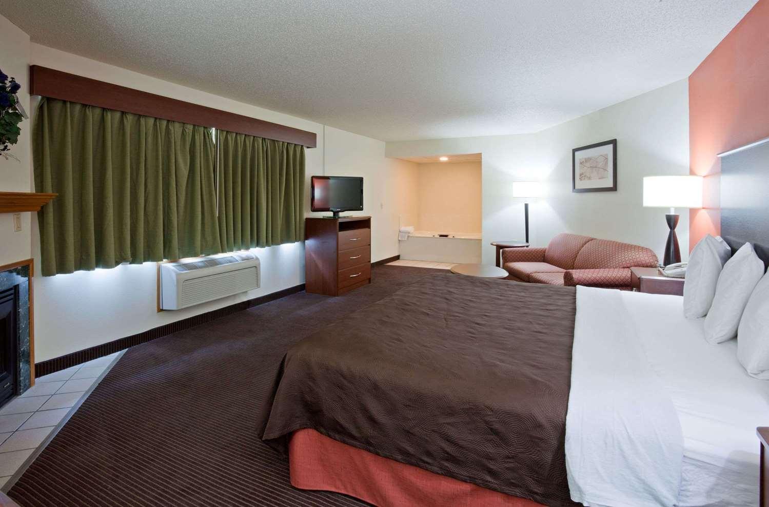 Suite - AmericInn Coon Rapids