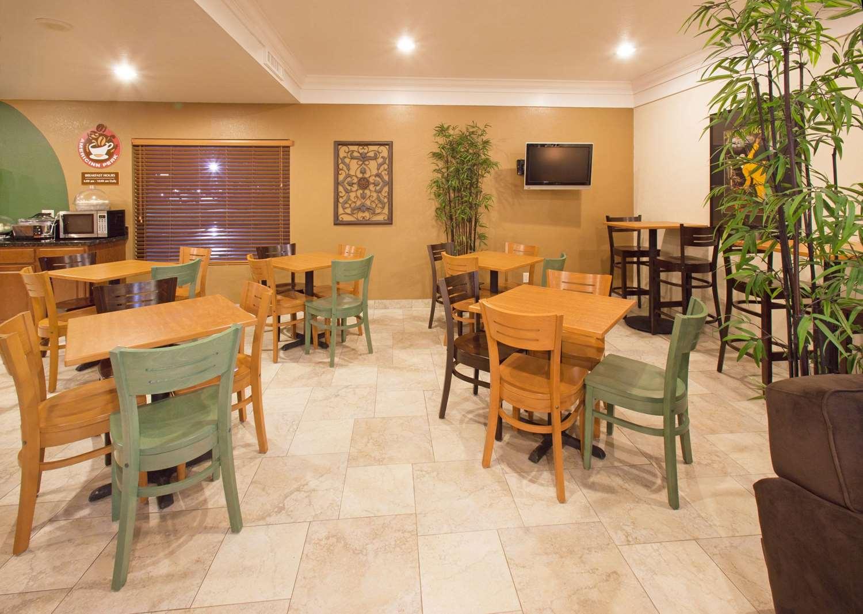 proam - AmericInn Hotel & Suites Johnston