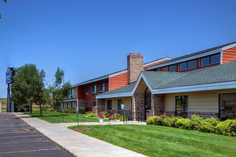 Exterior view - AmericInn Lodge & Suites Worthington
