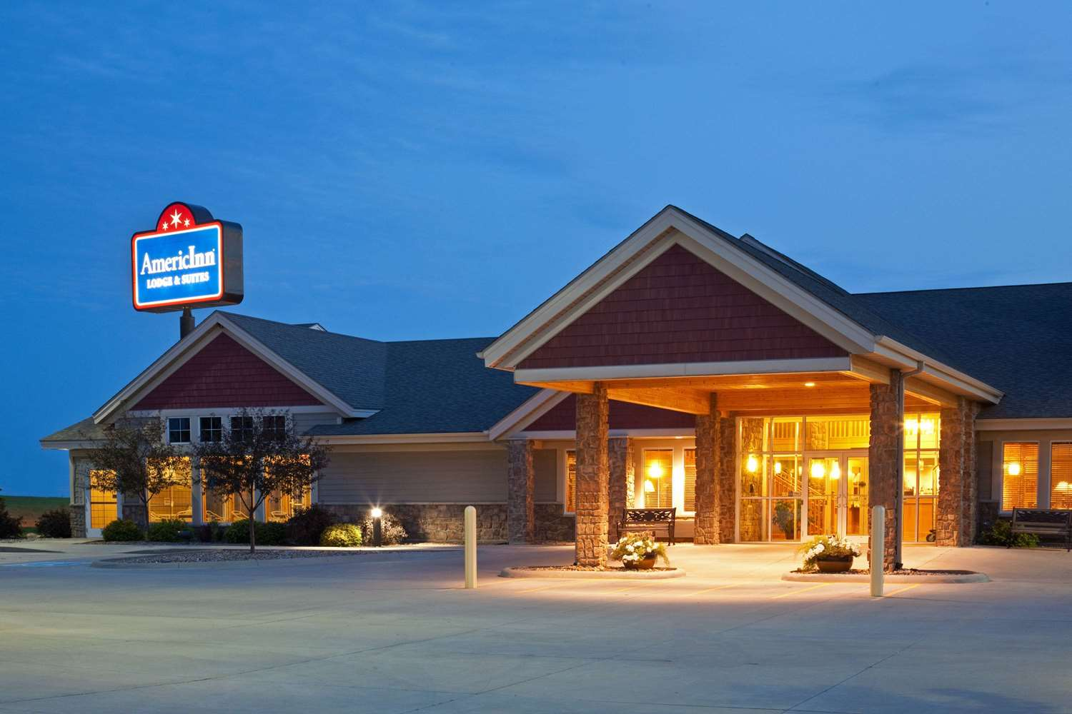 Exterior view - AmericInn Lodge & Suites Anamosa