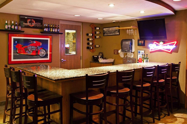 Bar - AmericInn Lodge & Suites Anamosa