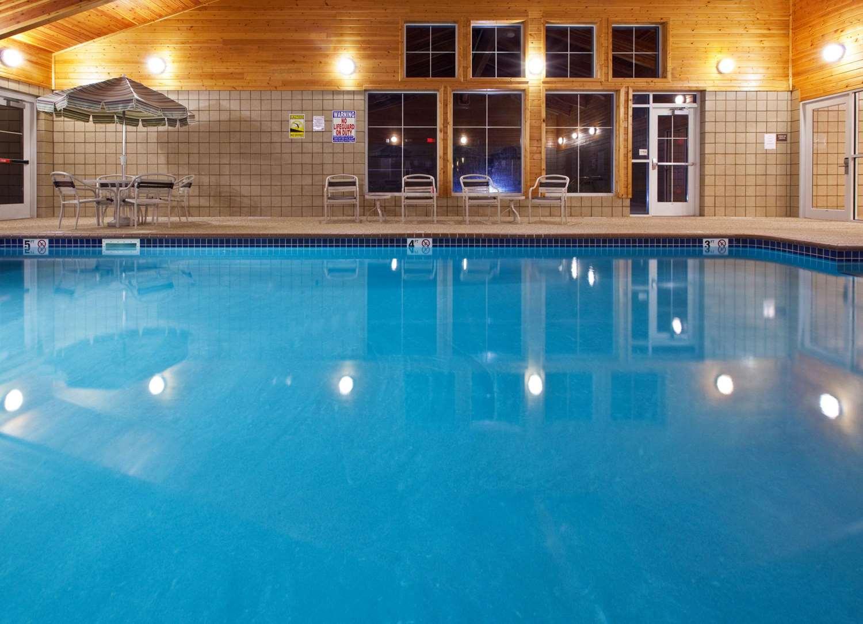 Pool - AmericInn Lodge & Suites Anamosa